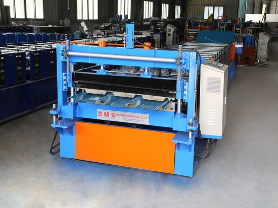 Chinese hot sales roof roll forming machine.